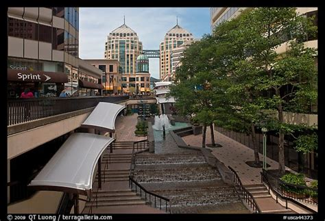 Picture/Photo: City center shopping mall, downtown